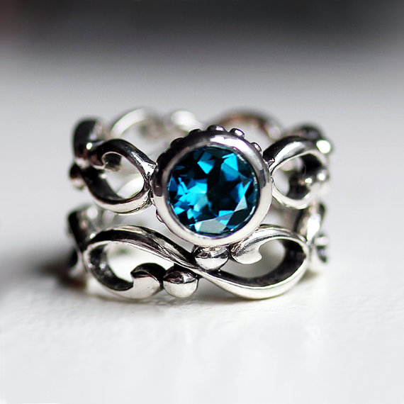 Blue Topaz Engagement Rings Meaning: set blue topaz engagement rings bezel