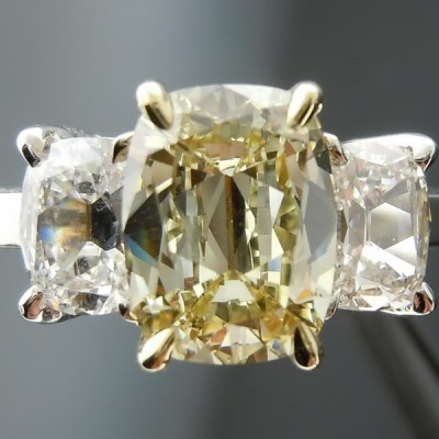 Cute Diamond Engagement Rigns With 3 Stones Designs Diamond And Yellow Crystal In Deep Diamond
